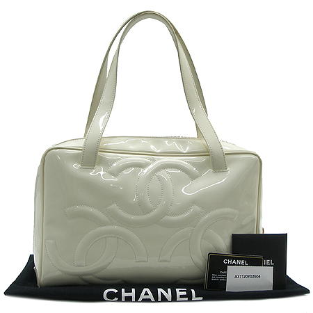 Chanel(샤넬) A27120Y02604 페이던트 트리플 코코 로고 토트백
