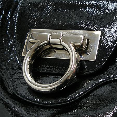 Ferragamo(페라가모) 21 5370 페이던트 블랙 은장 간치니로고 장식 토트백 [대구반월당본점] 이미지4 - 고이비토 중고명품