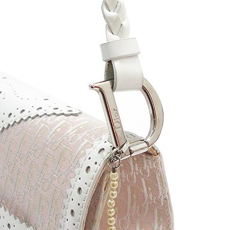 Dior(크리스챤디올) 디오르시모 에나멜 스티치 D로고 은장 장식 숄더백 이미지4 - 고이비토 중고명품