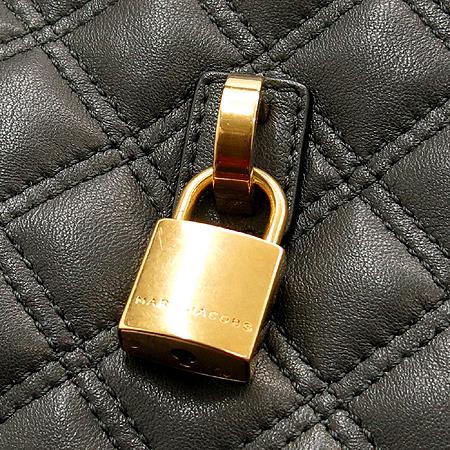 Marc_Jacobs(마크제이콥스) 자물쇠 바닥지퍼 디테일 퀼팅 레더 토트백 [부산센텀본점]