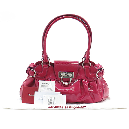 Ferragamo(페라가모) 21 6317 간치니 로고 장식 핑크 페이던트 숄더백 이미지2 - 고이비토 중고명품
