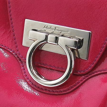 Ferragamo(페라가모) 21 6317 간치니 로고 장식 핑크 페이던트 숄더백 이미지5 - 고이비토 중고명품