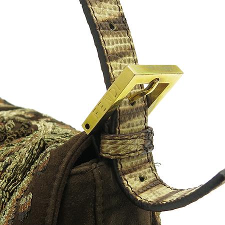 Fendi(펜디) 8BR000 브라운 스웨이드 자수 금장 버클 장식 맘마 숄더백