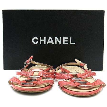Chanel(샤넬) 핑크 페이던트 은장 로고 장식 여성용 샌들