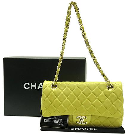 Chanel(샤넬) COCO로고 옐로우 램스킨 은장 체인 숄더백