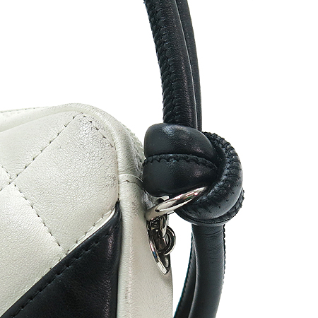 Chanel(샤넬) 깜봉 화이트 로고스티치 파우치 숄더백