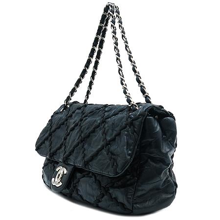 Chanel(샤넬) 크루즈 라인 은장 COCO로고 스티치 장식 블랙 레더 체인 숄더백