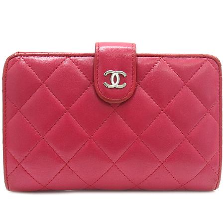 Chanel(샤넬) COCO로고 장식 램스킨 마트라쎄 중지갑 [압구정매장]