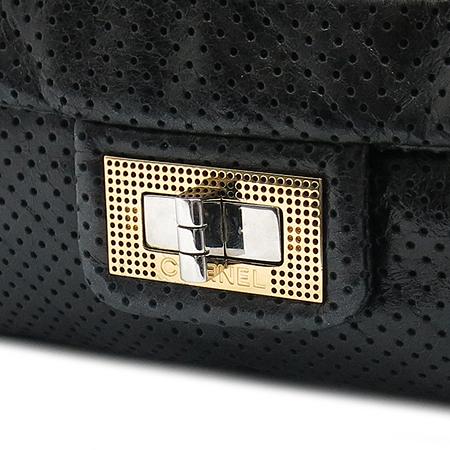 Chanel(샤넬) A37560Y04847 램스킨 퍼포 2.55 은장 체인 숄더백