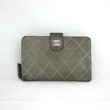 Chanel(샤넬) A48667Y07525 81404 소프트그레이 캐비어 스킨 은장로고 짚업 2단 중지갑