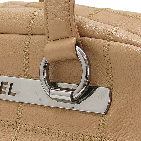 Chanel(샤넬) 베이지컬러 캐비어스킨 은장 플레이트 숄더백