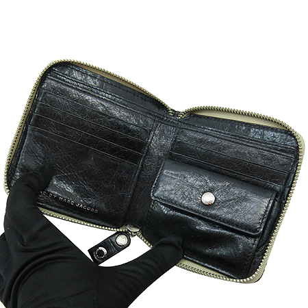 Marc_Jacobs(마크 바이 마크제이콥스) 자물쇠 장식 짚업 반지갑