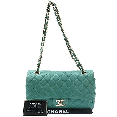 Chanel(샤넬) 클래식 램스킨 M 사이즈 은장 체인 숄더백