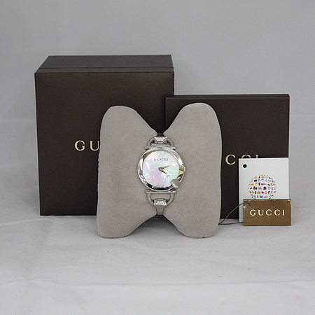 Gucci(구찌) YA122506 CHIODO ROUND 자개판 38다이아셋팅 스틸 여성용시계 [명동매장]