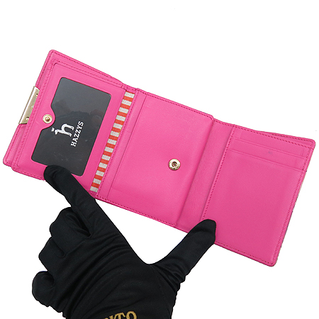 HAZZYS(헤지스) 로고 핑크 컬러 에나멜 3단 반지갑