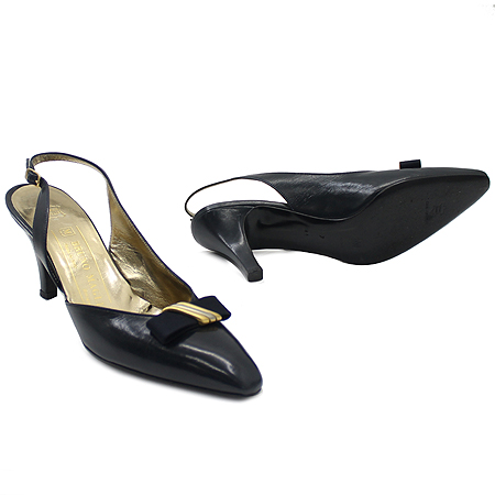 BRUNO MAGLI(브루노말리) 금장 리본 장식 블랙 래더 미들힐 여성용 구두