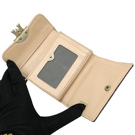 Metrocity(메트로시티) 금장 로고 장식 퀼팅 3단 반지갑
