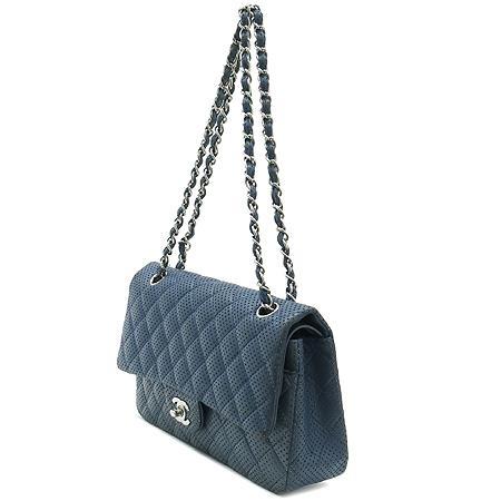 Chanel(샤넬) 퍼포 래더 퀼팅 클래식 M 사이즈 은장 체인 숄더백
