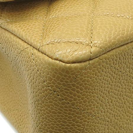 Chanel(샤넬) 베이지 컬러 캐비어 스킨 클래식 M 사이즈 은장 체인 숄더백