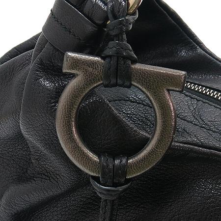 Ferragamo(페라가모) 21 C448 간치니 태슬 장식 블랙 래더 숄더백[부천 현대점]