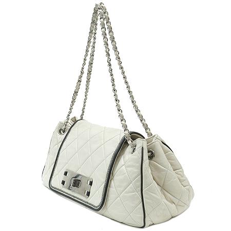 Chanel(샤넬) 램스킨 퀼팅 아이보리 래더 아코디언 은장 체인 숄더백 이미지3 - 고이비토 중고명품