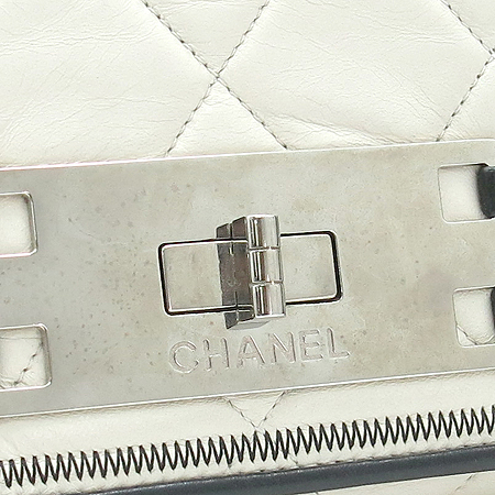 Chanel(샤넬) 램스킨 퀼팅 아이보리 래더 아코디언 은장 체인 숄더백