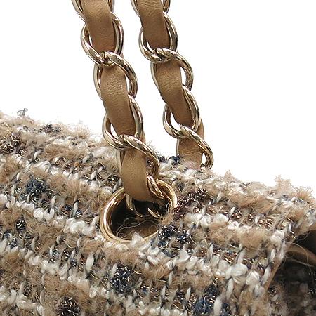Chanel(샤넬) 트위드 클래식 M사이즈 금장 체인 숄더백 이미지4 - 고이비토 중고명품