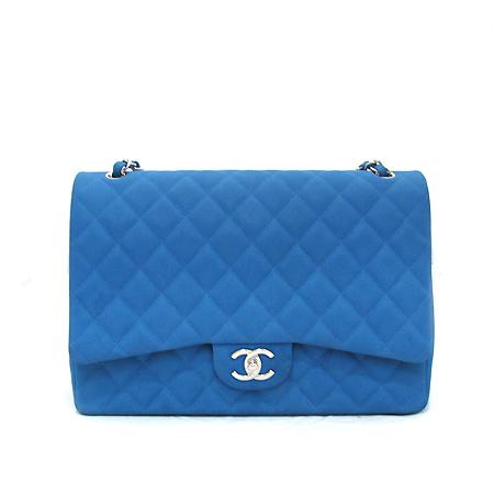 Chanel(샤넬) A58601 Y07525 0A060 블루 매트 캐비어 클래식 맥시 사이즈 은장 체인 숄더백 [부천 현대점]