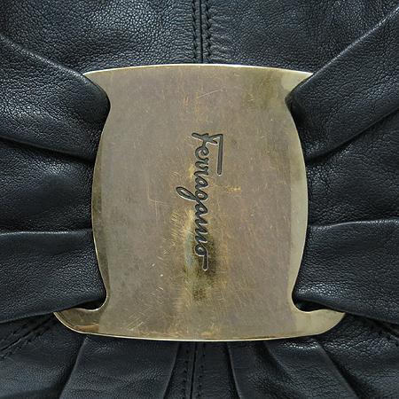 Ferragamo(페라가모) 21 B617 금장 로고 장식 블랙 래더 2WAY