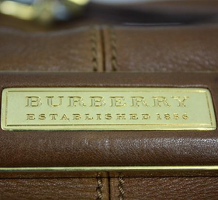 Burberry(버버리) 카멜 레더 벨트 장식 금장로고 플레이트 2WAY [명동매장]