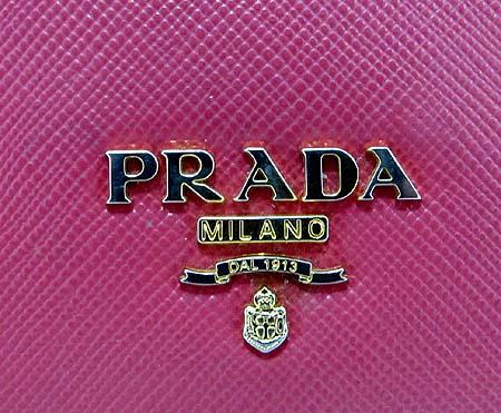 Prada(프라다) 1M1132 금장 로고 사피아노 장지갑