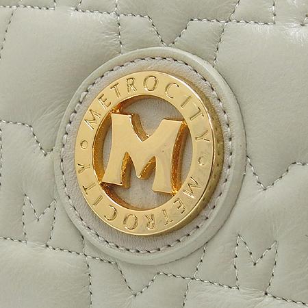 Metrocity(메트로시티) 아이보리 컬러 금장 M 로고 장식 보스톤 토트백