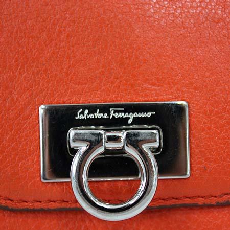 Ferragamo(페라가모) 22 A596 오렌지 레더 은장 간치니 2단 반지갑