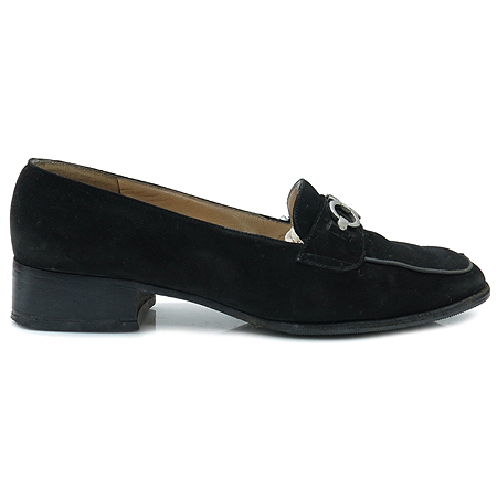 Ferragamo(페라가모) 은장 간치니 장식 블랙 스웨이드 여성용 구두