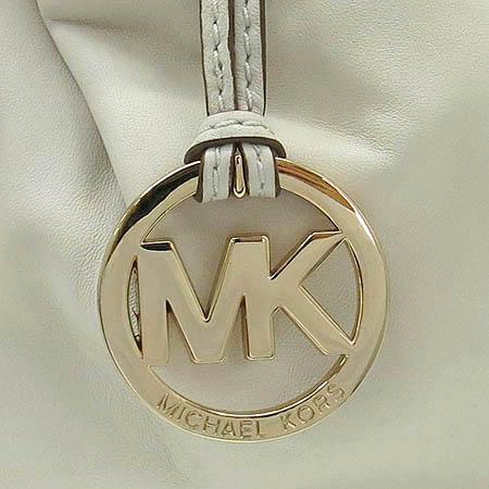 MICHAELKORS(마이클코어스) 램스킨 아이보리 금장로고 장식 숄더백