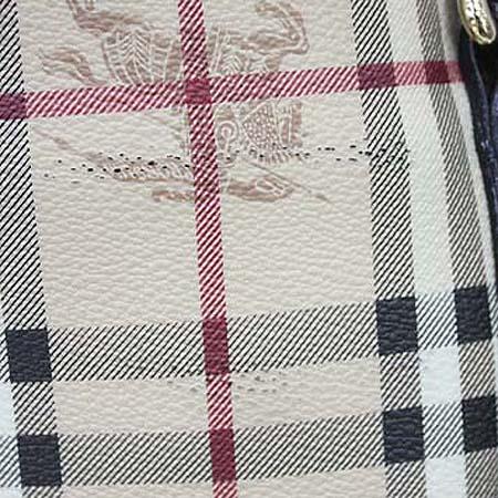 Burberry(버버리) 뉴 클래식 HAYMARKET 체크 PVC 스몰 브라운 레더 트리밍 토트백 + 보조파우치 [명동매장]