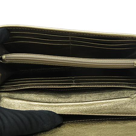 Burberry(버버리) 클래식 체크 메탈릭 PVC 레더 트리밍 장지갑