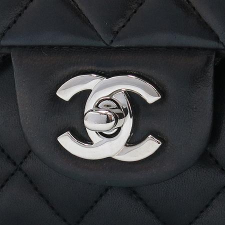 Chanel(샤넬) A01112Y01480 램스킨 클래식 M 사이즈 은장 체인 숄더백
