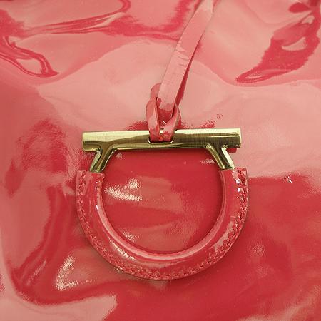 Ferragamo(페라가모) AU21 A718 핑크 페이던트 레더 로고 장식 숄더백 [잠실점]