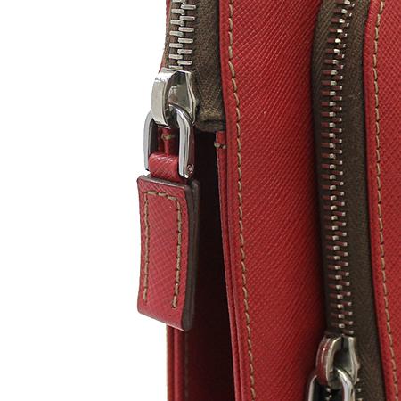 Prada(프라다) VR0023 레드 사피아노 삼각 은장로고 짚업 서류가방 이미지6 - 고이비토 중고명품