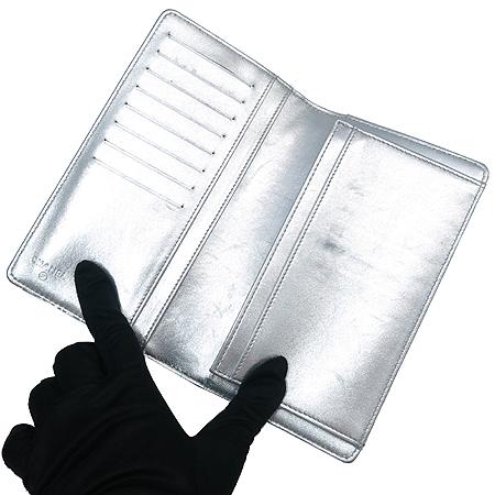 Chanel(샤넬) 실버 밀러 페이던트 로고 장식 아이콘 장지갑