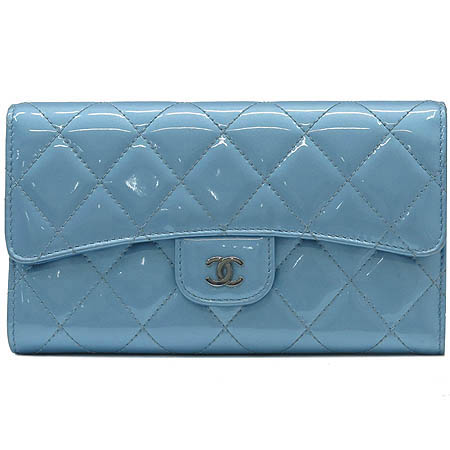Chanel(샤넬) A31506 타임리스 클래식 은장 COCO로고 페이던트 장지갑