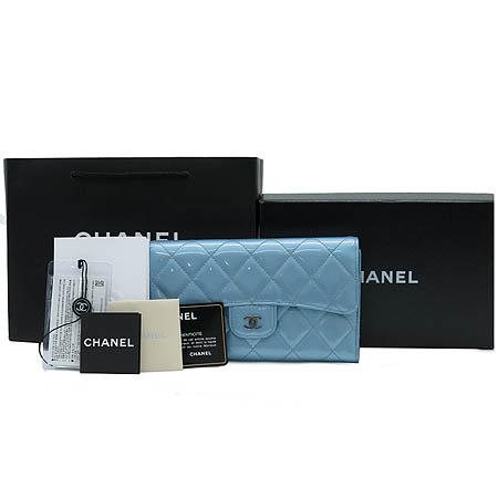 Chanel(샤넬) A31506 타임리스 클래식 은장 COCO로고 페이던트 장지갑 이미지2 - 고이비토 중고명품