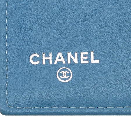 Chanel(샤넬) A31506 타임리스 클래식 은장 COCO로고 페이던트 장지갑 이미지4 - 고이비토 중고명품