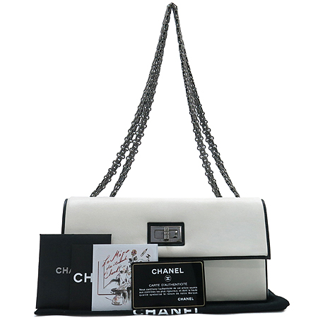 Chanel(샤넬) 시즌 한정판 에센셜(ESSENTIAL) 램스킨 은장 체인 숄더백