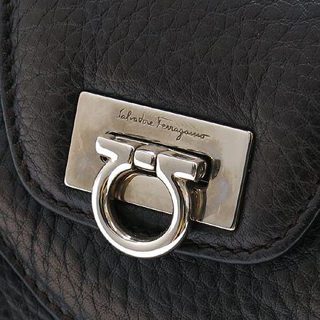 Ferragamo(페라가모) 21 6880 은장 간치니 장식 블랙 래더 토트백 이미지4 - 고이비토 중고명품