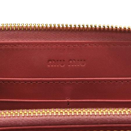 MiuMiu(미우미우) 금장 이니셜 페이던트 집업 장지갑 [부산본점]