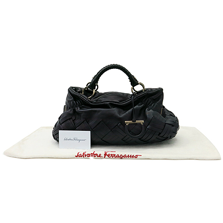 Ferragamo(페라가모) 21 A611 간치니 로고 블랙 위빙 래더 토트백