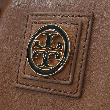 TORY BURCH(토리버치) 로고 장식 퀼팅 패브릭 래더 스퀘어 토트백 + 숄더스트랩