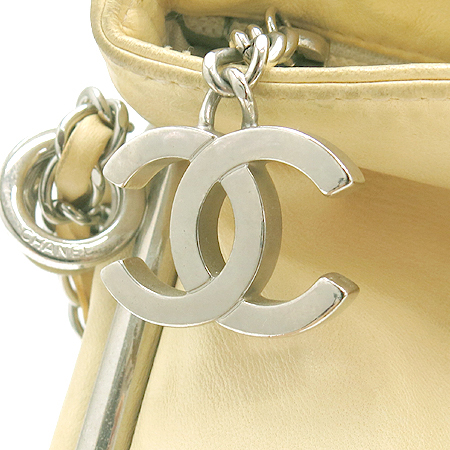 Chanel(샤넬) 램스킨 측면 coco로고 은장 체인 숄더백